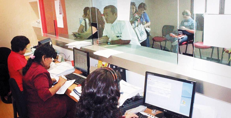 Realidad. En todo el país la apertura de negocios se vuelve tardada por la cantidad de requisitos que piden.