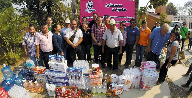 Alimentos. Llevaron integrantes del Cabildo de Cuernavaca para brigadistas que combaten las llamas.