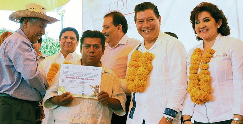 Reconocimiento. Matías Quiroz, secretario de Gobierno, encabezó la ceremonia de reconocimiento a comunidades indígenas.