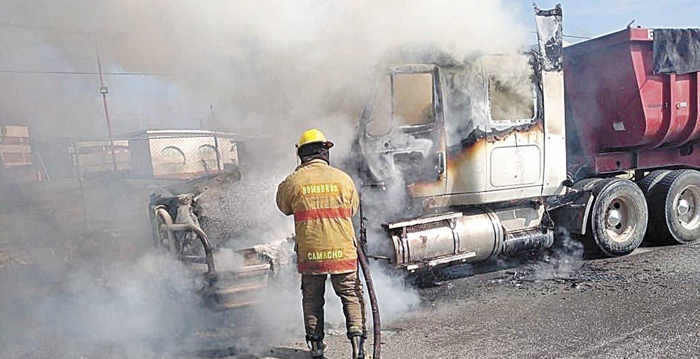 Arde tráiler en la autopista Cuernavaca-Acapulco