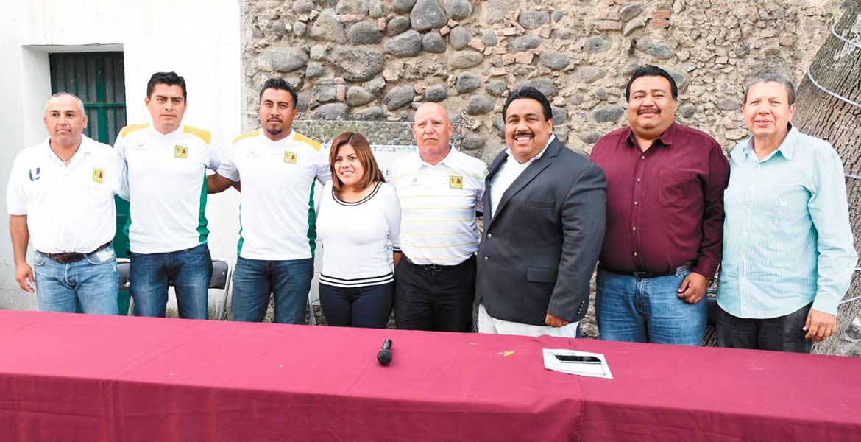 Reunión. El alcalde Raúl Tadeo Nava y el director técnico de los Arroceros de Cuautla, Mario Hernández Calderón, quien impartirá pláticas en diferentes colonias.