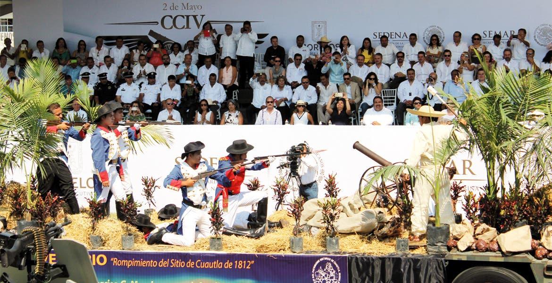 """Representación. Un carro alegórico de la Sedena ilustra la hazaña realizada por Narciso Mendoza, el """"Niño Artillero""""."""