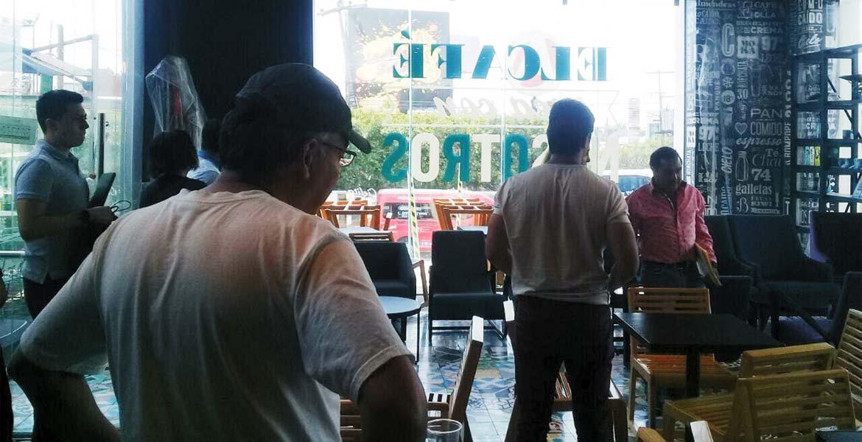 Atraco. Un hombre fue despojado de 100 mil pesos que acababa de retirar de un banco, luego de que fuera seguido por dos sujetos armados hasta una cafetería.