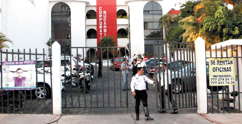 Atraco. Un millón y medio de pesos robaron cinco sujetos armados, luego de que asaltaran el corporativo Bugambilias, en Cuernavaca.