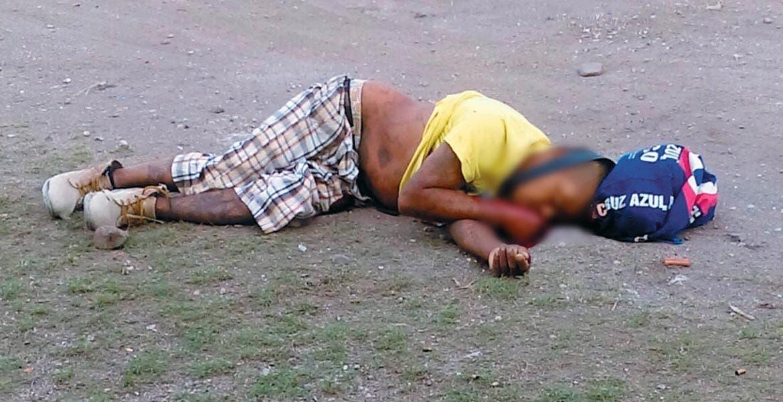 Crimen. Un sujeto apodado 'El Negro' fue asesinado a balazos al ser emboscado por dos sujetos armados en la colonia Florida, de Axochiapan.