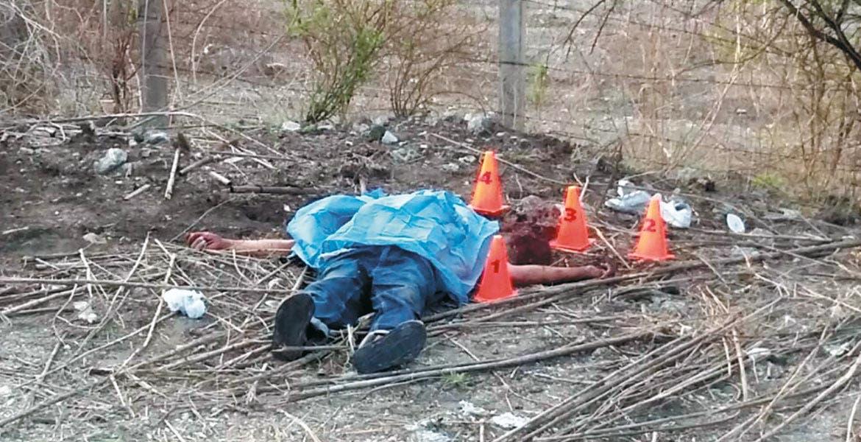 El crimen. Un hombre fue asesinado a pedradas en la cabeza y abandonado en la curva de Chacampalco, en Tlaquiltenango.