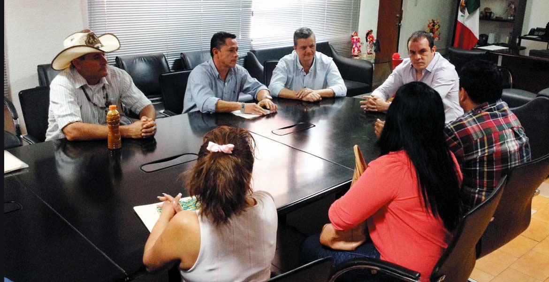 Encuentro. El alcalde Cuauhtémoc Blanco se reunió con integrantes del comisariado ejidal San Antonio.
