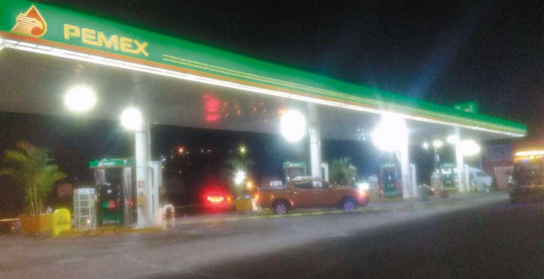 Baleados. El ex candidato a la presidencia municipal de Yautepec fue atacado a balazos mientras cargaba gasolina a su vehículo.