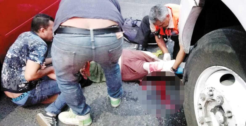 Accidente. Una señora murió al ser atropellada el domingo por una Ruta 4 que dio vuelta en la calle Emiliano Zapata, de la Barona.