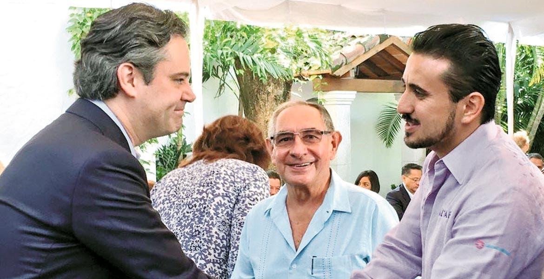 Certeza. Aurelio Nuño Mayer, secretario de Educación Pública, dijo que los bonos por buenos resultados están garantizados a los profesores.