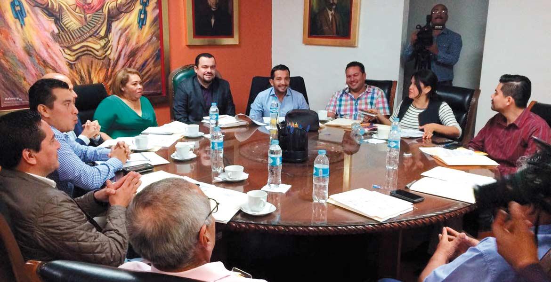 Encuentro. Diputados reunidos para el análisis de la reforma a la Constitución Política de Morelos.
