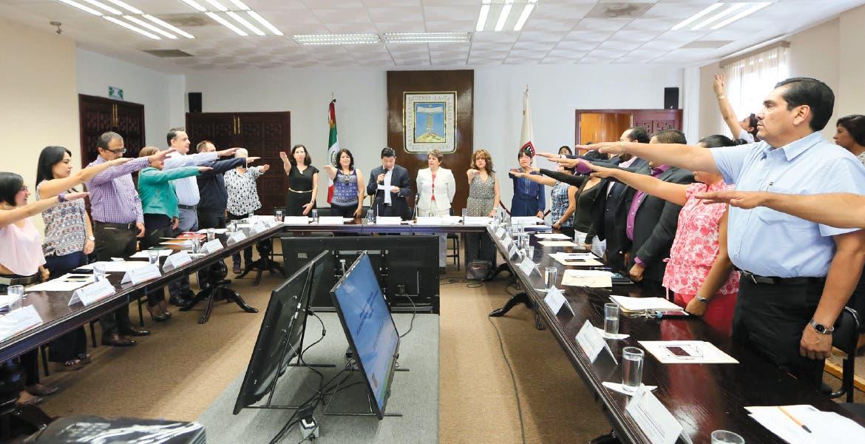 jRinden protesta. Los integrantes del Sistema para la igualdad entre hombres y mujeres asumieron el compromiso de erradicar la discriminación y exclusión de las mujeres.