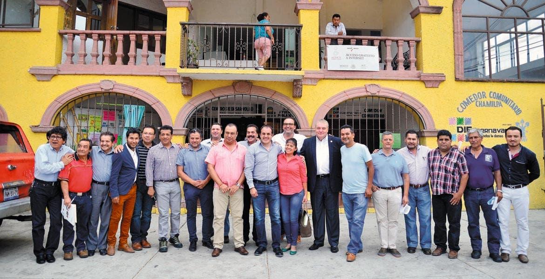 Reunión. Los ayudantes municipales tras la reunión de trabajo con el alcalde Cuauhtémoc Blanco, en la que acordaron reforzar esfuerzos por las colonias.