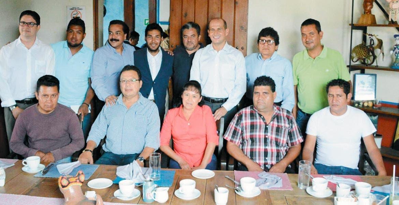Reunidos. Los ayudantes municipales de los 12 pueblos de Cuernavaca, en reunión con Jaime Álvarez