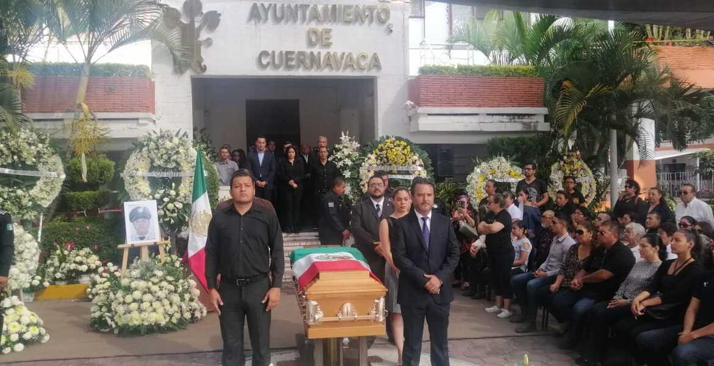 Dan último adiós a policía vial asesinado tras impedir asalto en Cuernavaca