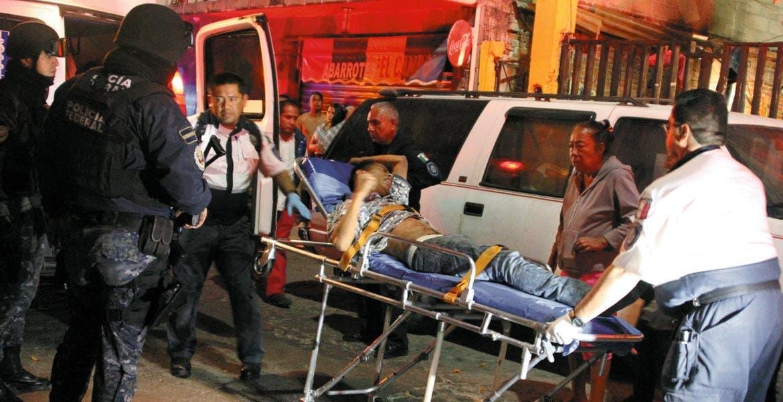 Atención. Jonathan fue lesionado de dos balazos, tras reñir con sus amigos de parranda cuando se encontraban tomando en la colonia Lagunilla, de Cuernavaca.
