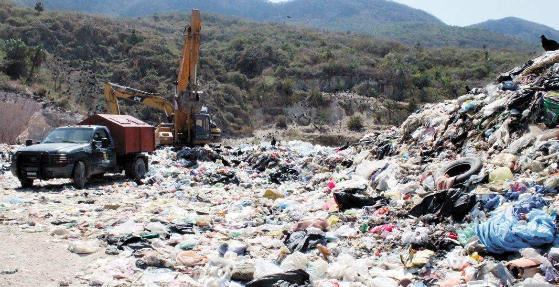 Abierto. Este tiradero a cielo abierto se ubica en el municipio de Emiliano Zapata, una muestra de la cantidad de desechos que son depositados, cuyos lixiviados penetran en el subsuelo.