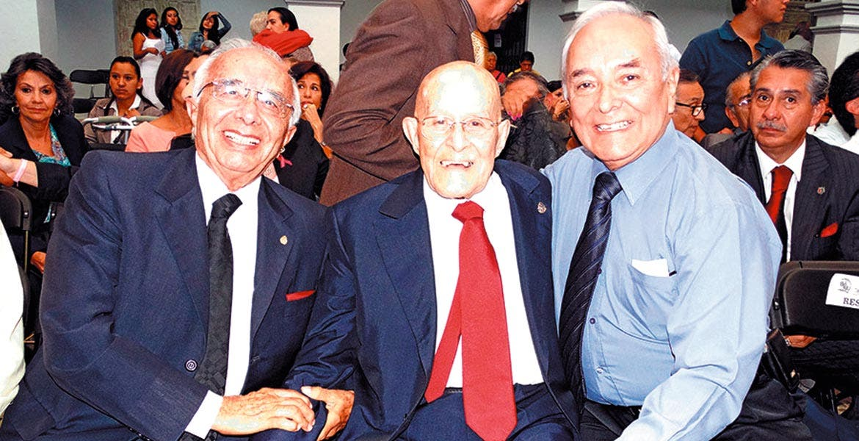 Octubre 2014. Julio Zamora Bátiz, presidente de la Sociedad Mexicana de Geografía y Estadística, el ex gobernador Armando León Bejarano y el profesor Pablo Rubén Villalobos Hernández.