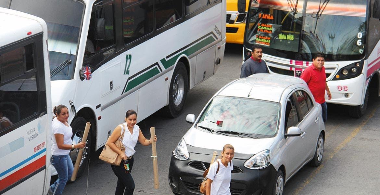 Embotellamiento. Es común que las marchas originen retrasos de traslado a automovilistas y usuarios de transporte público.