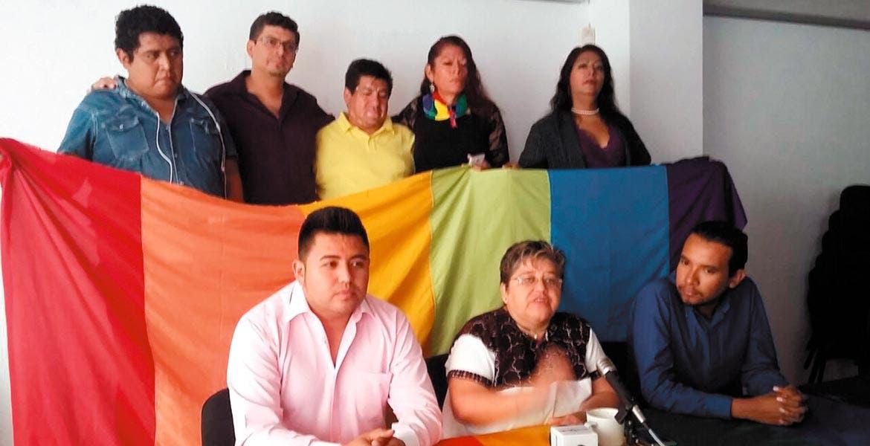 Postura. Colectivos aplaudieron ayer la decisión del Congreso de avalar el matrimonio igualitario y anunciaron bodas colectivas.