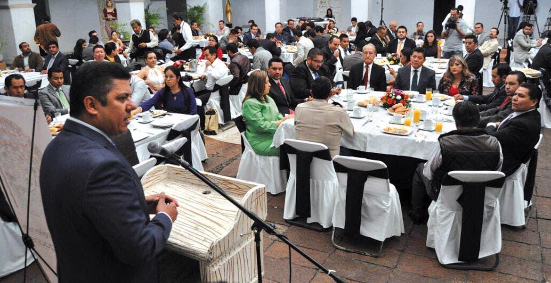 Discurso. El diputado federal panista Javier Bolaños Aguilar durante su participación en la celebración de su día por parte del Foro Morelense de Abogados.