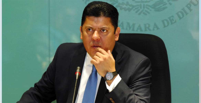 Preocupa. El diputado federal Javier Bolaños se pronunció por aplicar una estrategia que evite el aumento súbito de los combustibles.