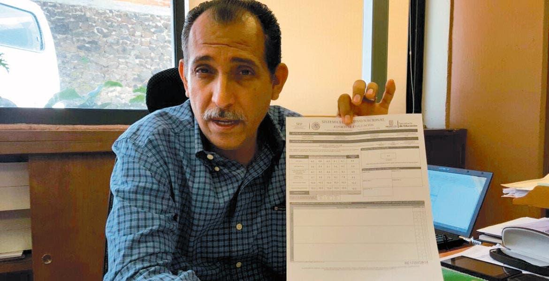 Aclaración. Marcos Quintero Rosas, director de Planeación Educativa, aseguró que las boletas no deben cobrarse porque los formatos se descargan en Internet.