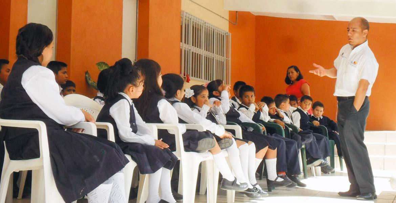 Atención. Diversas dependencias ofrecen pláticas para que alumnos eviten la violencia escolar