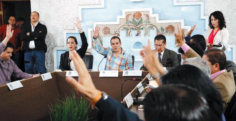 Relevo. En sesión extraordinaria de cabildo, el alcalde anunció la designación de Samuel Sotelo Salgado como nuevo secretario del Ayuntamiento capitalino.