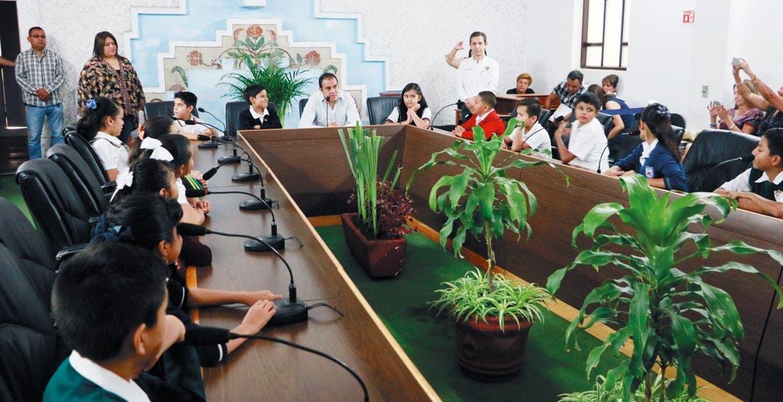 Cabildo Infantil. El alcalde Cuauhtémoc Blanco presidió la reunión en el Salón de Cabildos del Ayuntamiento de Cuernavaca.