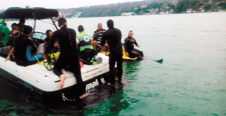 Inspección. Alberto Lizárraga murió al arrojarse presuntamente ebrio al lago de Tequesquitengo, cuando realizaba un recorrido junto con su familia.