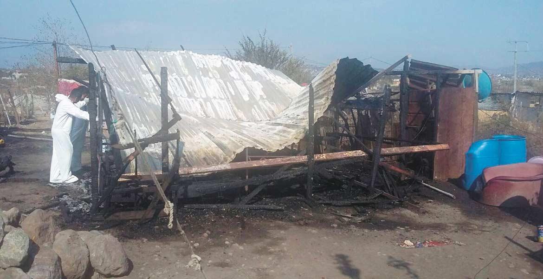 Diligencias. Un joven murió calcinado presuntamente al prenderle fuego a un cuarto de su casa en la colonia Lomas del Ajonjolinar.