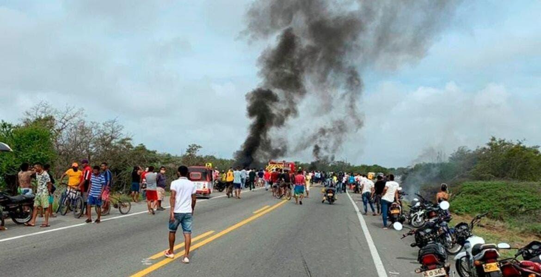 """Mueren 7 personas calcinadas cuando """"ordeñaban"""" gasolina de un camión"""