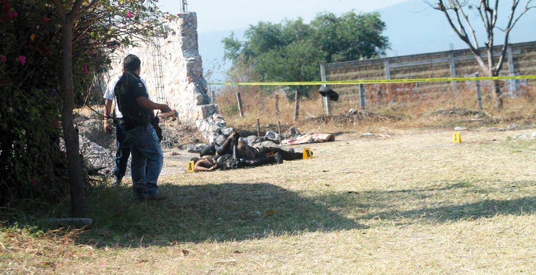 El crimen. Dos hombres fueron asesinados y quemados en un terreno baldío a orillas de la carretera Yautepec-Ticumán.