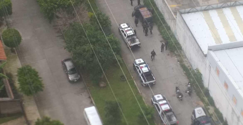 Hallan la camioneta donde huyeron asaltantes tras balacera en plaza Averanda, Cuernavaca