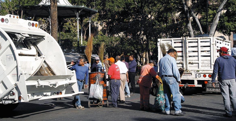 Vieja tradición. El servicio de recolección de basura vuelve a el tradicional campaneo.