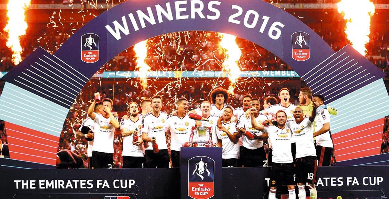Campeones. Manchester levantó el único título de este año para ellos.