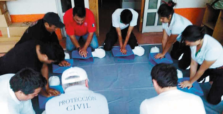 Instrucción. Personal de Protección Civil de Cuernavaca fue capacitado en primeros auxilios y técnicas como reanimación cardiopulmonar.
