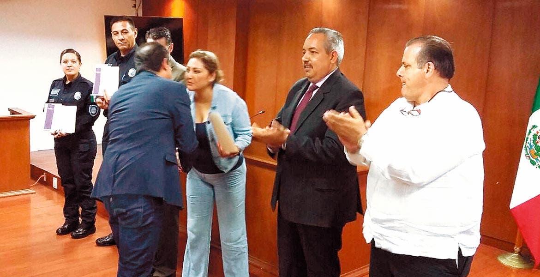 Reconocimientos. Autoridades entregaron diplomas a los elementos participantes.
