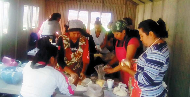 Capacitación. Uno de los talleres consiste en la elaboración de pan artesanal, donde los habitantes sólo ponen los insumos.