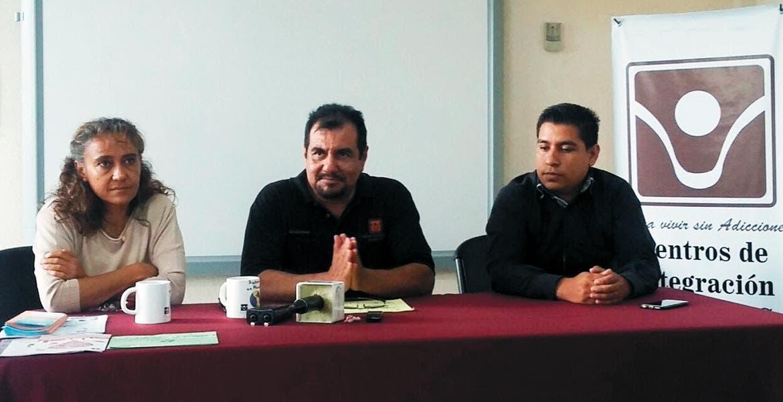 Anuncio. Ricardo Labias Maldonado, director de los Centros de Integración Juvenil (centro), durante la presentación de la carrera.