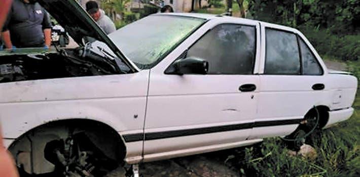 Aseguran auto robado y desvalijado en Jiutepec