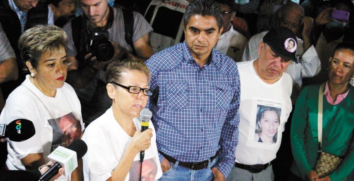 Recuerdan. María Concepción Hernández recordó a su hijo Oliver Wenceslao, cuyo hallazgo en las fosas de Tetelcingo detonó las irregularidades.