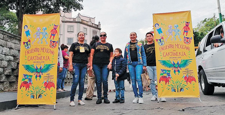 Desfilan con trajes de cartón por Cuernavaca - Diario de Morelos