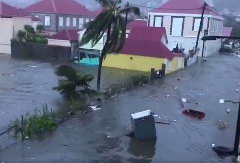 Huracán Irma impacta Cuba y Bahamas en su camino hacia Florida