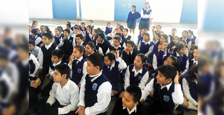 Orientación. Tocó el turno ayer de la primaria Miguel Hidalgo de recibir las pláticas de prevención del acoso escolar.