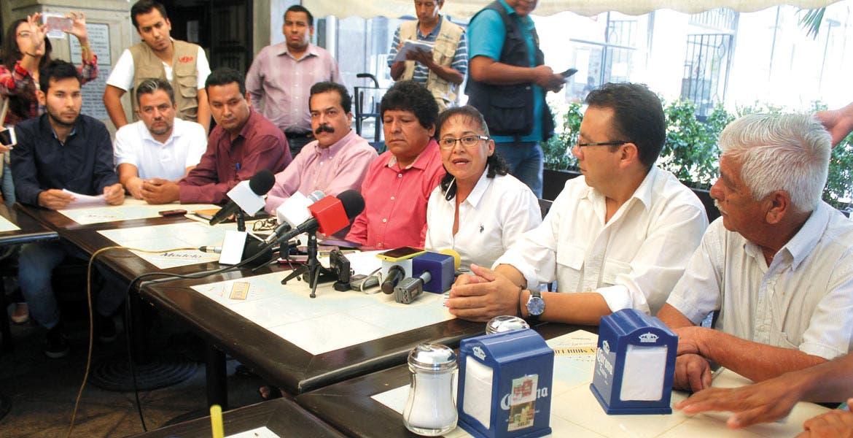 Exigencia. Los ayudantes municipales cuestionaron la decisión de los regidores de votar en contra del listado de obras que surgió de los foros de consulta ciudadana; piden se autorice.