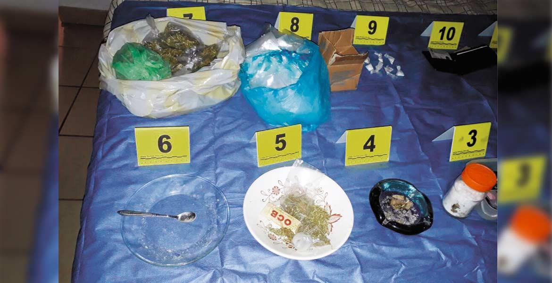 Decomiso. Una mujer fue detenida con 30 dosis de mariguana y 45 de cocaína, durante un cateo a una casa usada para vender drogas.