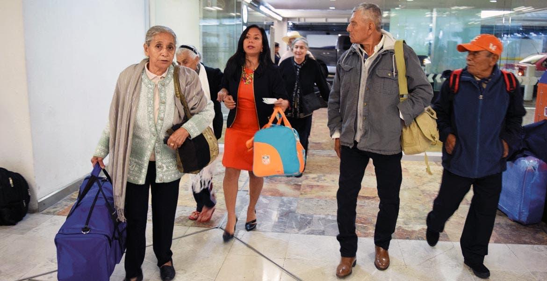 Felices. Los integrantes del tercer grupo de morelenses de la tercera edad que van a visitar a sus familiares que migraron a EU celebrarán con ellos el 10 de mayo.