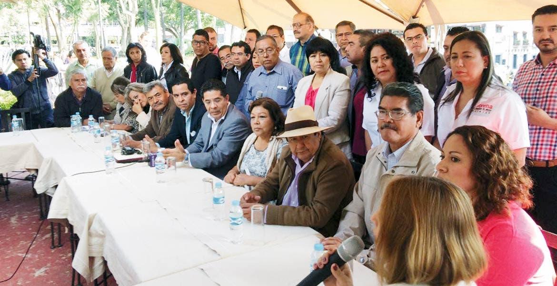 Rueda de prensa. Ex perredistas como Agustín Alonso Mendoza y Juan Ángel Flores Bustamente ahora integran las filas del Movimiento de Regeneración Nacional (Morena).